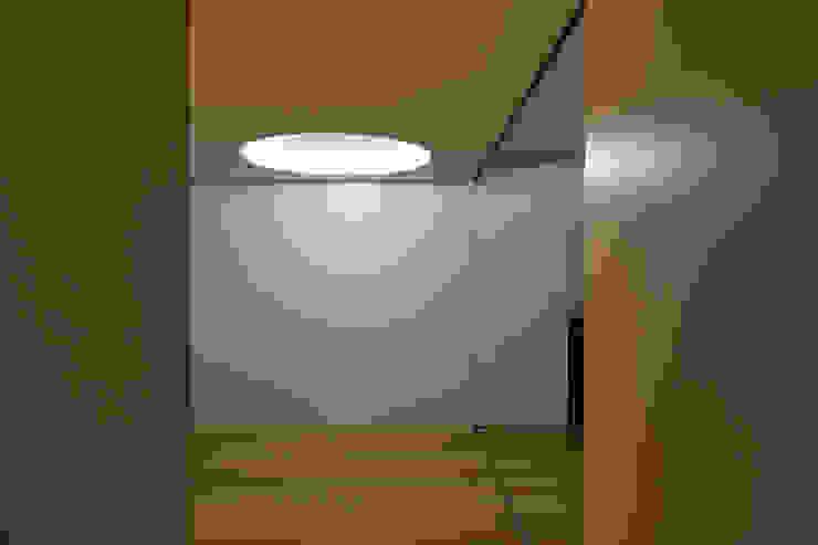 M Apartment Corredores, halls e escadas modernos por TERNULLOMELO Architects Moderno
