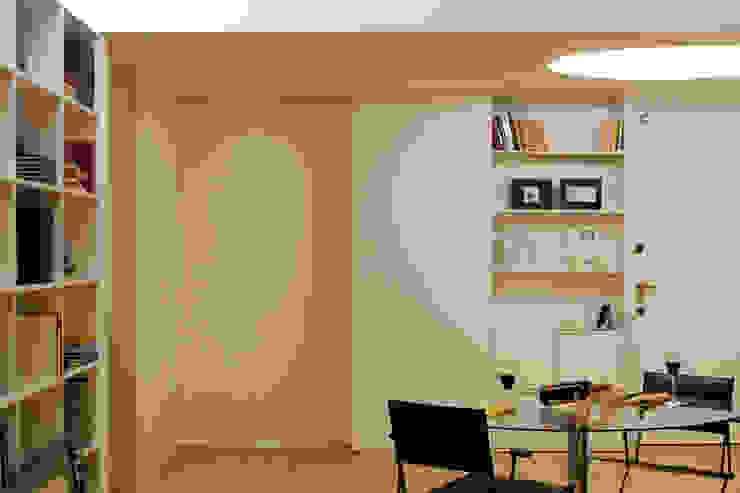 M Apartment Salas de estar modernas por TERNULLOMELO Architects Moderno