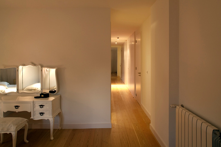 M Apartment Quartos modernos por TERNULLOMELO Architects Moderno