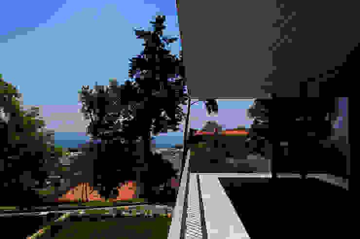 Casas de Paço de Arcos Varandas, marquises e terraços minimalistas por Atelier Central Arquitectos Minimalista