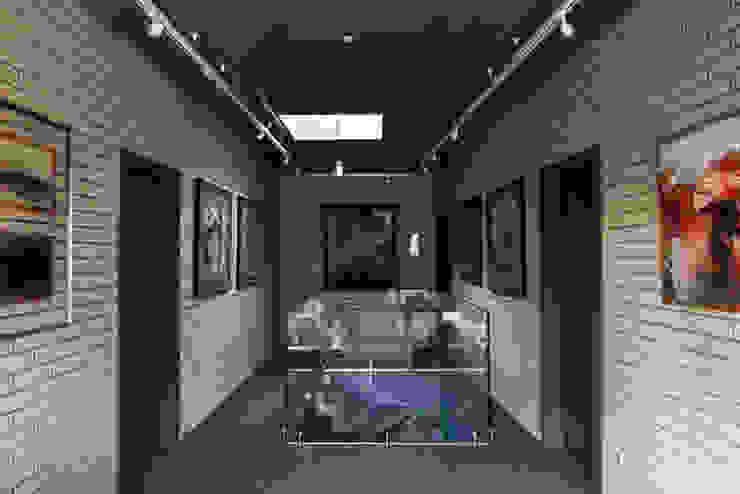 Загородный дом Подмосковье Коридор, прихожая и лестница в эклектичном стиле от Анахина Эклектичный