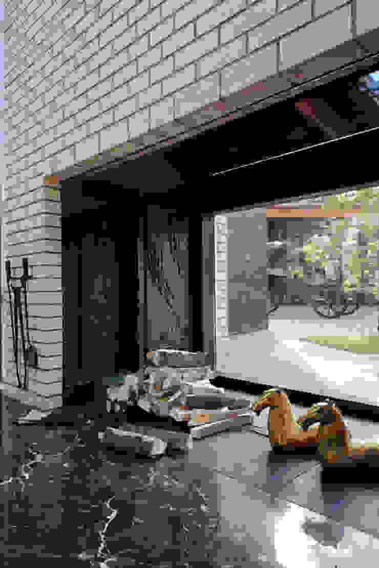 Загородный дом Подмосковье Гостиные в эклектичном стиле от Анахина Эклектичный