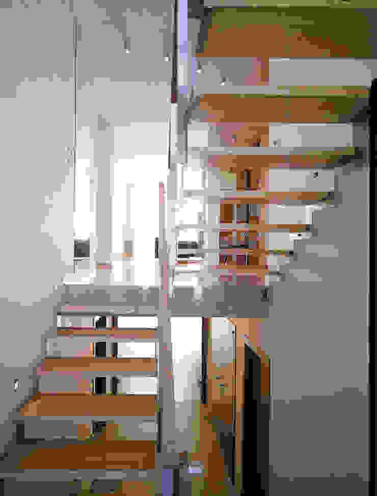 schody Nowoczesny korytarz, przedpokój i schody od Atelier Loegler Architekci Nowoczesny