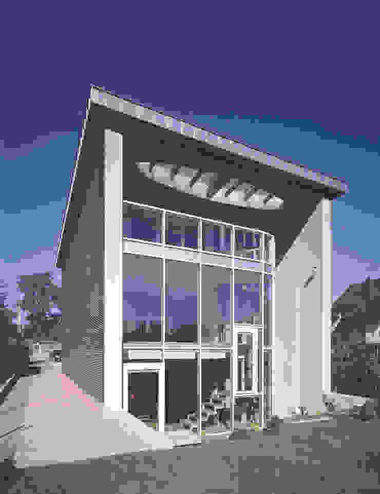 elewacja ogrodowa — dzień Nowoczesne domy od Atelier Loegler Architekci Nowoczesny