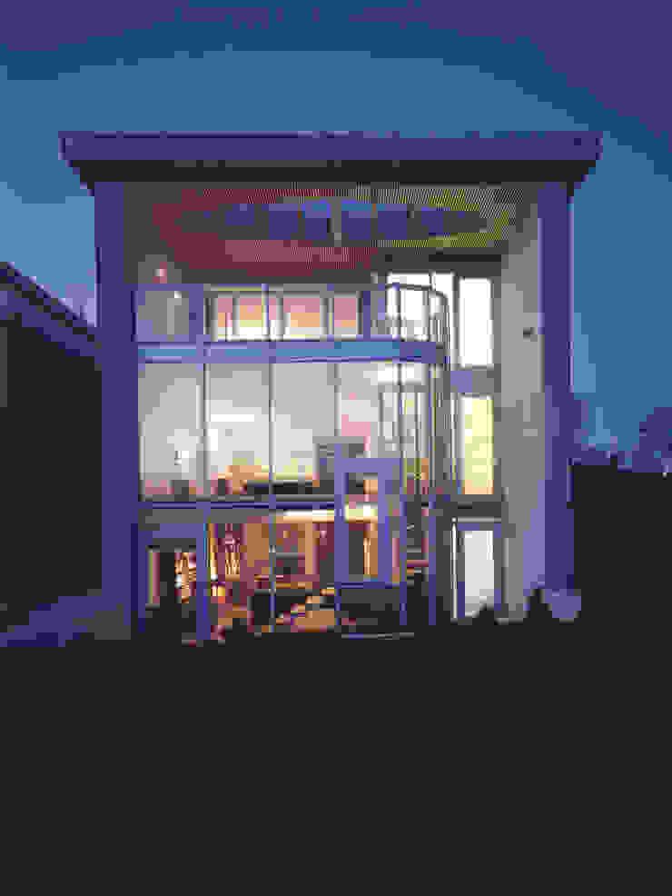 elewacja ogrodowa — noc Nowoczesne domy od Atelier Loegler Architekci Nowoczesny