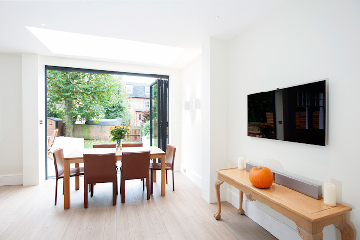 Streatham, SW2 Modern dining room by Build Team Modern