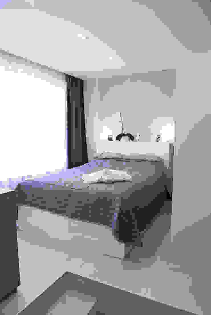 Интерьер в белом Спальня в скандинавском стиле от NDubchenko Скандинавский