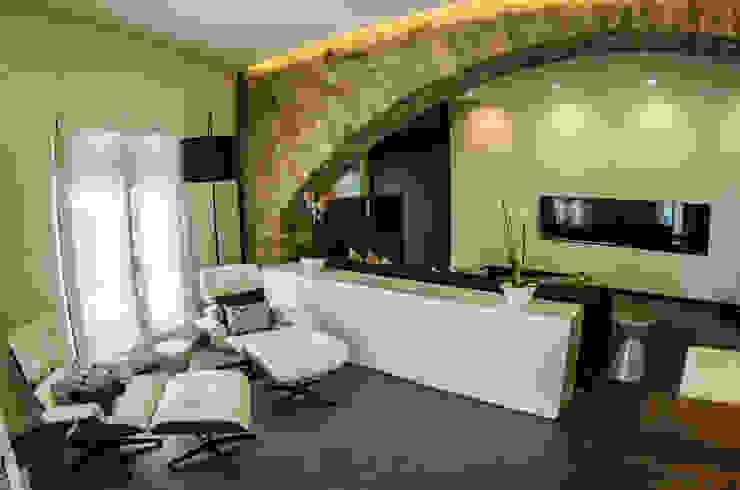 Salas de estilo ecléctico de cota-zero, tenica y construcción integrada, s.l. Ecléctico