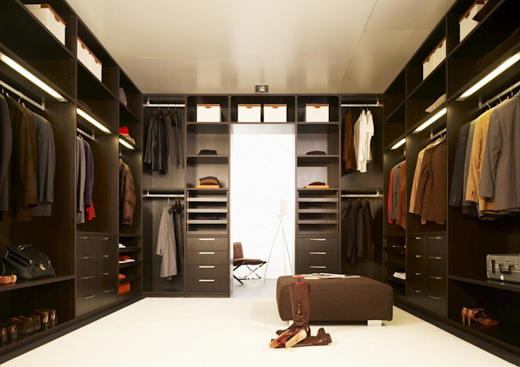 Walk in Wardrobe by Bravo London Bravo London Ltd Classic style dressing room