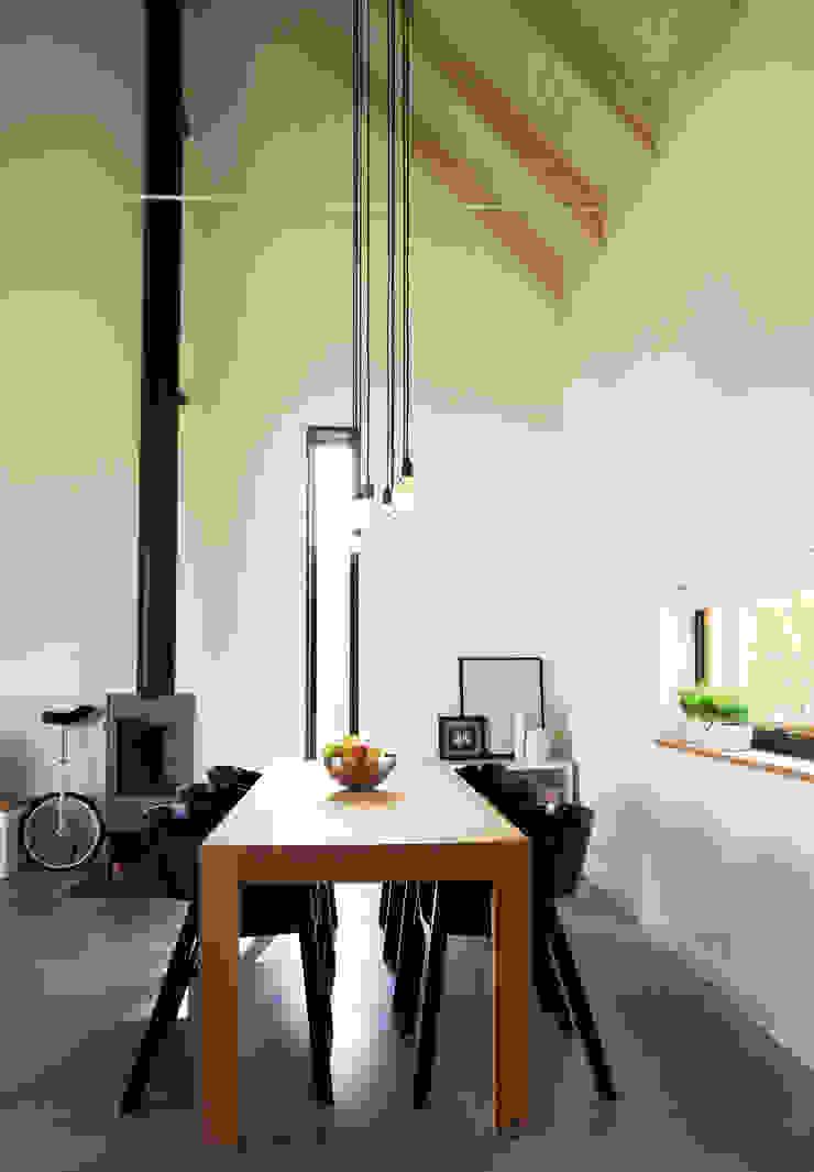 Dom jednorodzinny Industrialne domy od Grid Architekci Industrialny