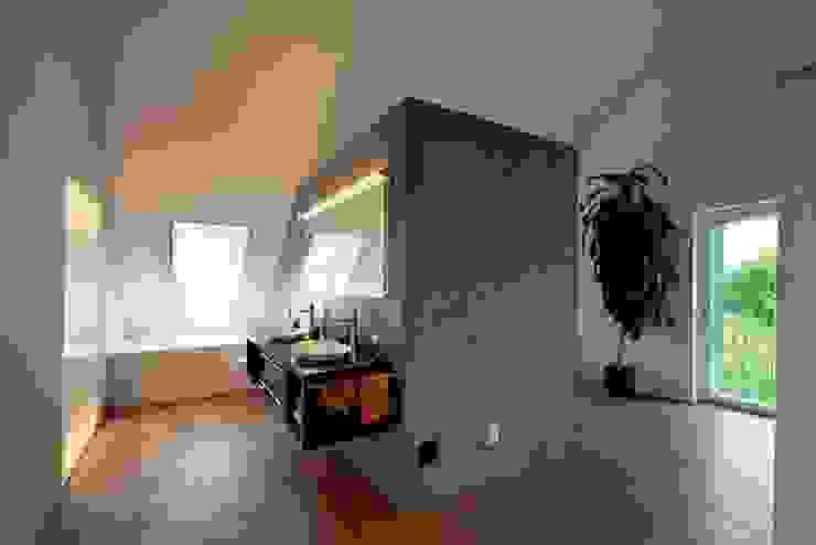 Banheiros modernos por Honegger Architekt AG Moderno