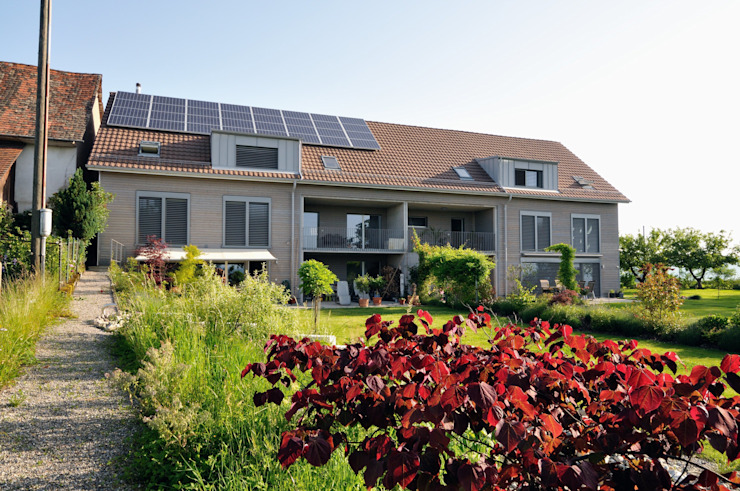 Wohnen im Grünen in preisgekrönten Minergie-P-Eco Doppeleinfamilienhäuser Moderne Häuser von Honegger Architekt AG Modern