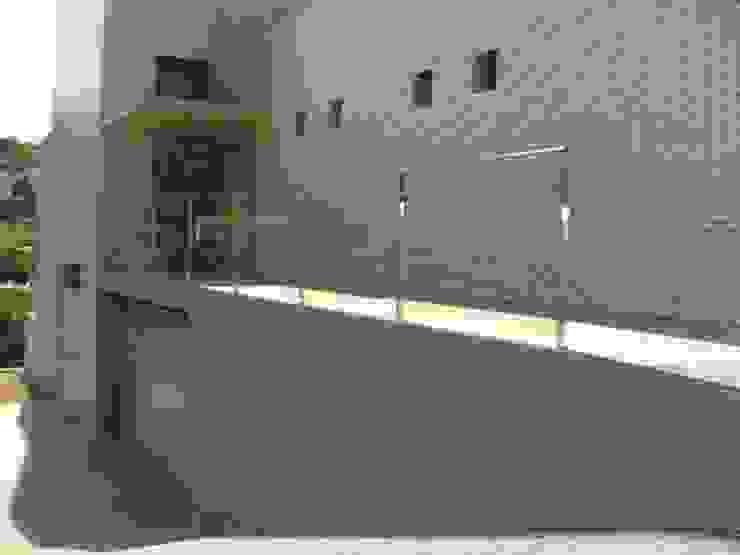 BARANDA DE VIDRIO CIERRES METALICOS AVILA, S.L. Pasillos, vestíbulos y escaleras de estilo minimalista