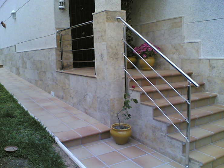 BARANDA ACERO INOXIDABLE CIERRES METALICOS AVILA, S.L. Jardines de estilo mediterráneo