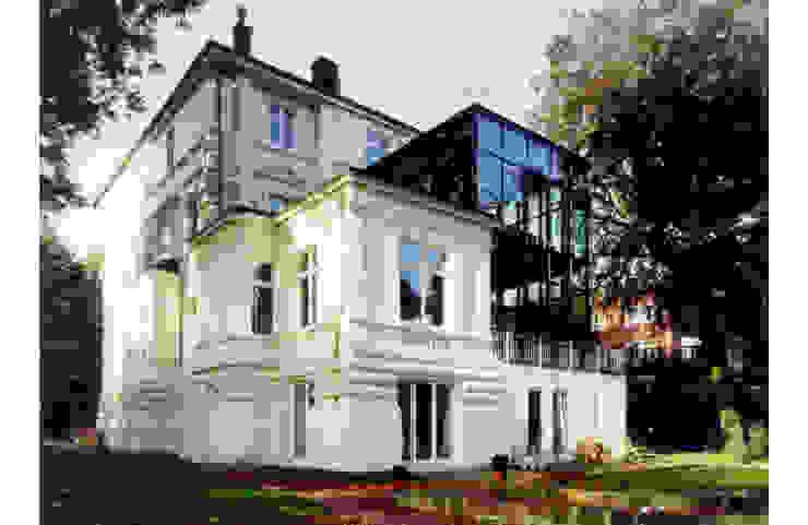 Moderne huizen van Andreas Edye Architekten Modern Glas