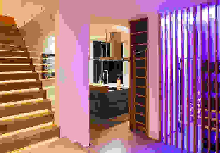 Küche Moderner Flur, Diele & Treppenhaus von schulz.rooms Modern