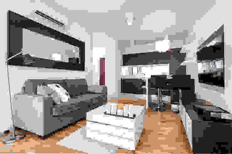 Garden Residence 11 - 32m2: styl , w kategorii Salon zaprojektowany przez UNQO,Klasyczny