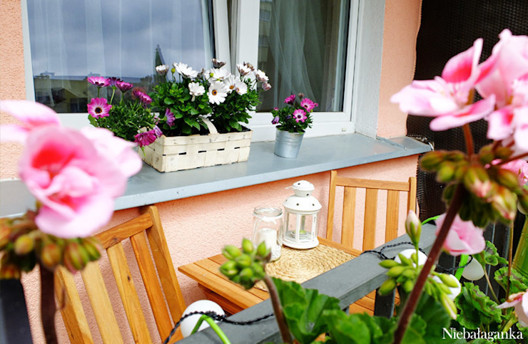 Niebałaganka Classic style balcony, veranda & terrace