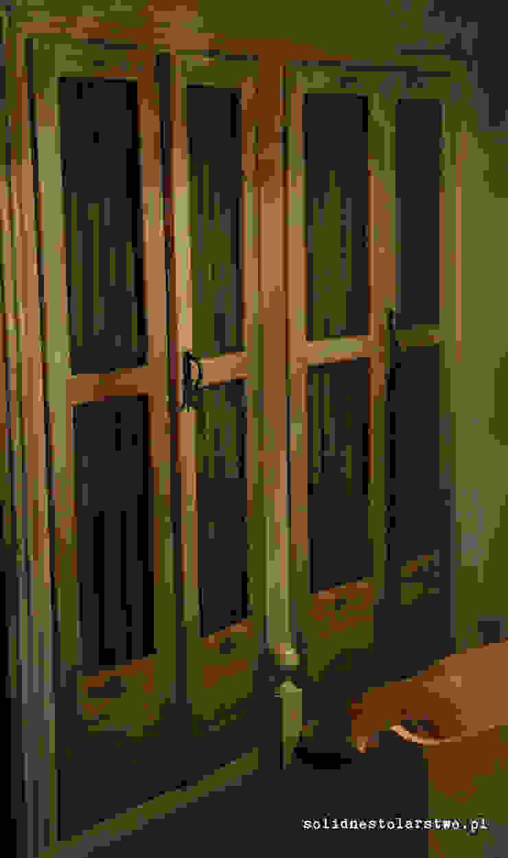 Drewniane drzwi w stylu rustykalnym od Zakład Stolarski Robert Latawiec Rustykalny