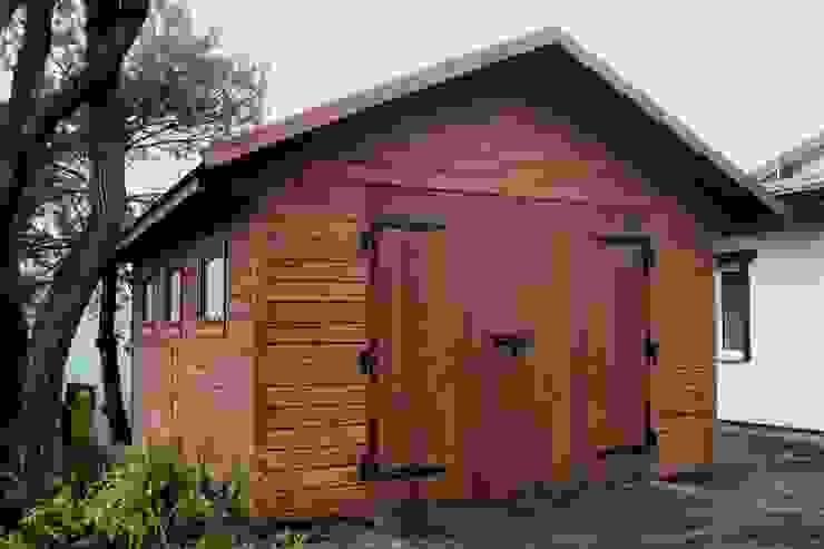 Garaż NORDYCKI Klasyczny garaż od Ogrodolandia Klasyczny