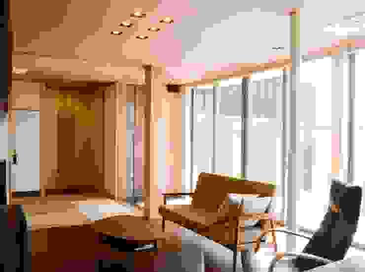 . モダンデザインの リビング の 家楽舎 木田智滋住宅研究室 モダン