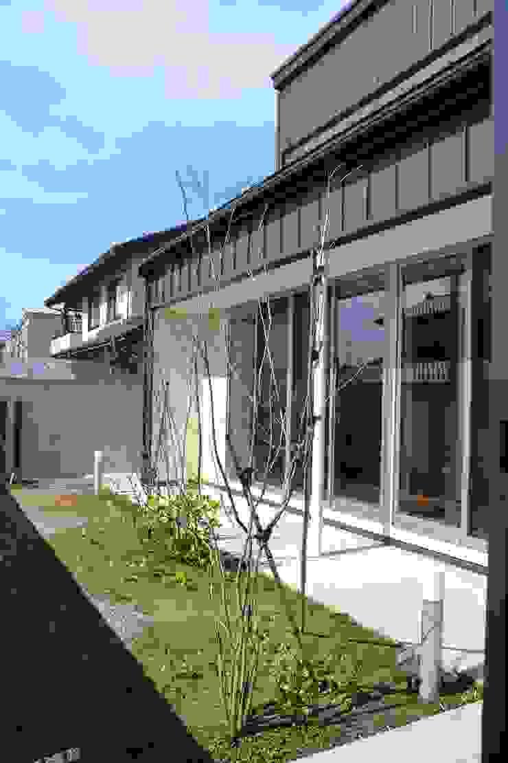 Jardines de estilo moderno de 家楽舎 木田智滋住宅研究室 Moderno