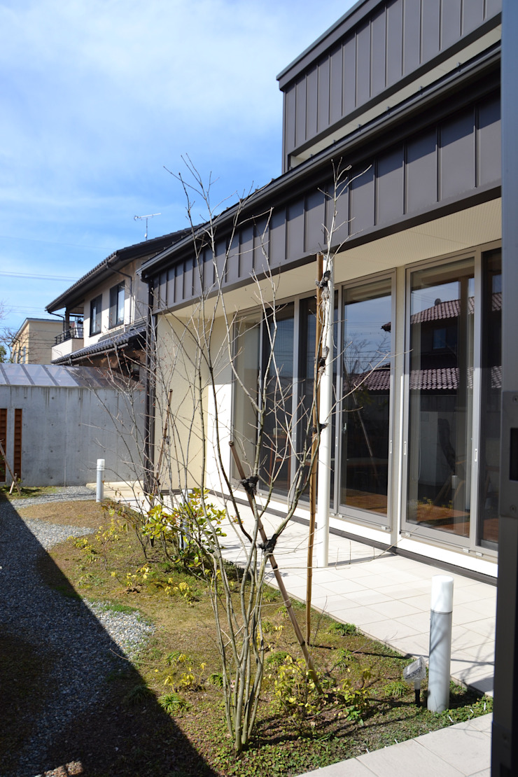 Modern Garden by 家楽舎 木田智滋住宅研究室 Modern