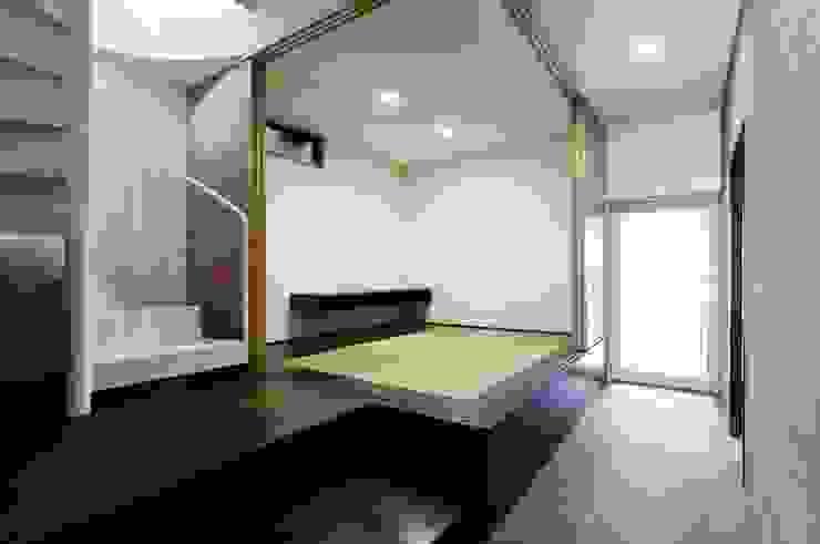 TKGA 照国町の光を取り込む家 モダンデザインの 多目的室 の 太田則宏建築事務所 モダン