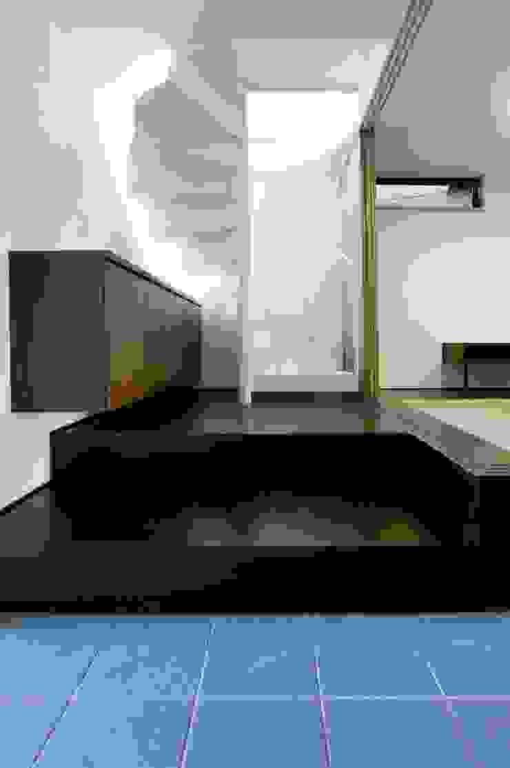 TKGA 照国町の光を取り込む家 モダンスタイルの 玄関&廊下&階段 の 太田則宏建築事務所 モダン