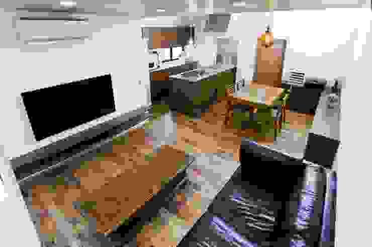 TKGA 照国町の光を取り込む家 モダンデザインの リビング の 太田則宏建築事務所 モダン