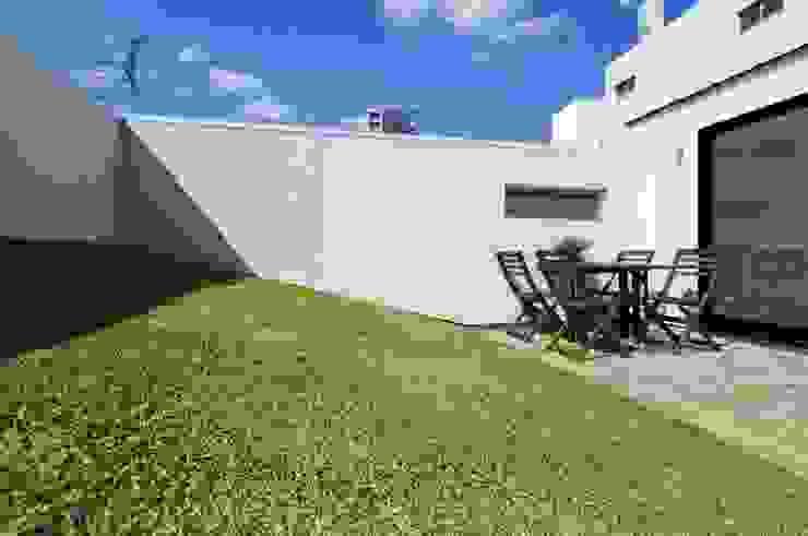 TKGA 照国町の光を取り込む家 モダンデザインの テラス の 太田則宏建築事務所 モダン