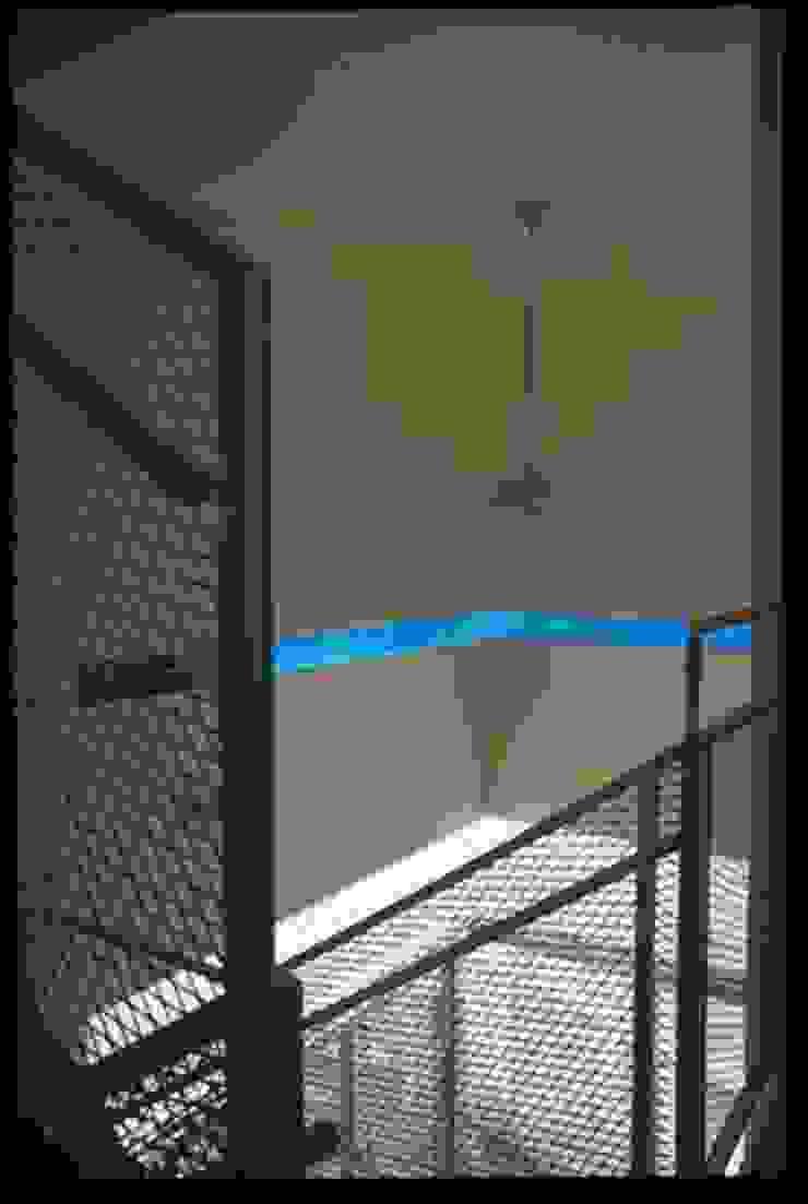アアキ前田 株式会社 Modern Corridor, Hallway and Staircase