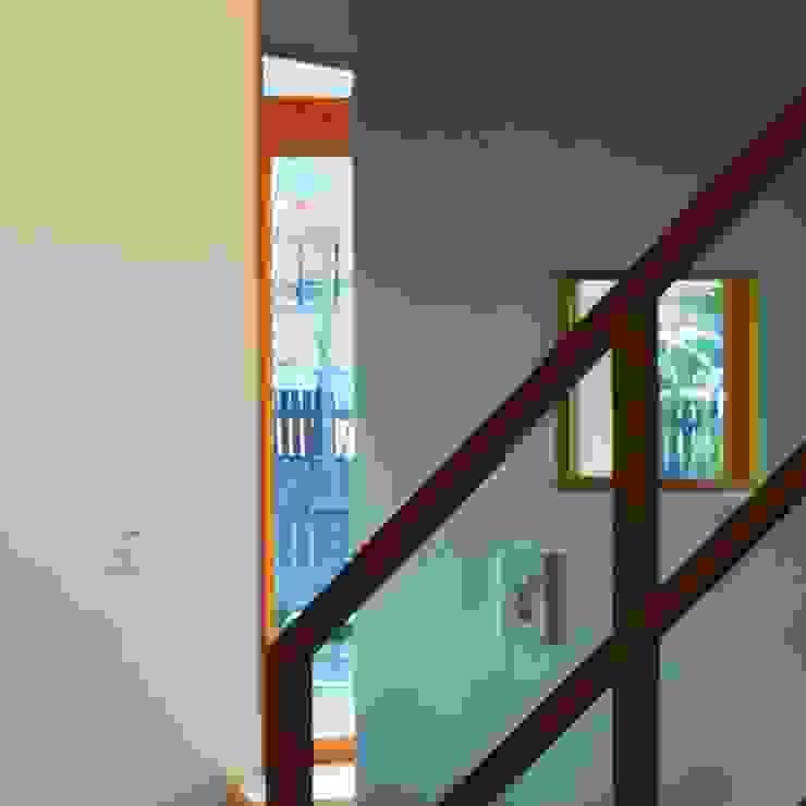 ARGA 姶良の雑木林の家 モダンスタイルの 玄関&廊下&階段 の 太田則宏建築事務所 モダン