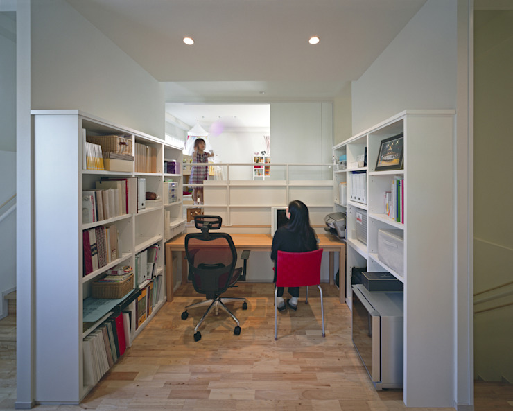 U邸 モダンデザインの 多目的室 の アートレ建築空間 一級建築士事務所 モダン