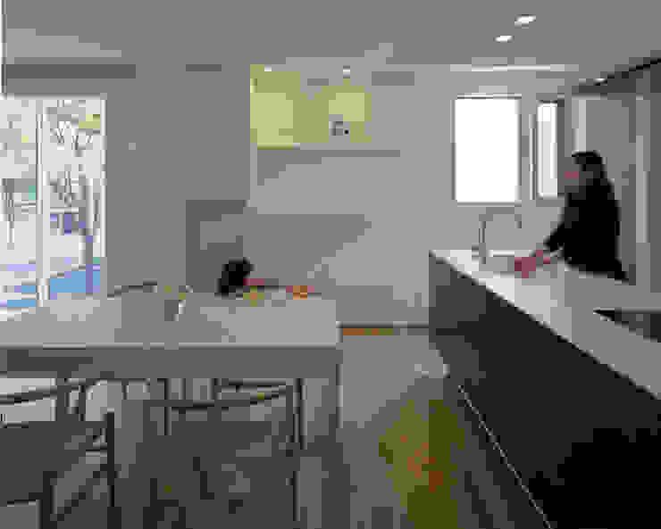 U邸 モダンデザインの リビング の アートレ建築空間 一級建築士事務所 モダン