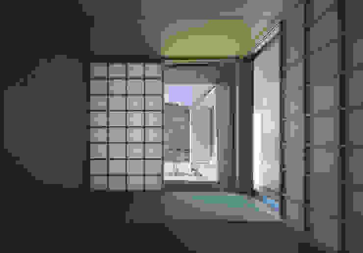 ALLEY HOUSE モダンスタイルの寝室 の 吉田慎二/建築・計画ワイズスタジオ モダン