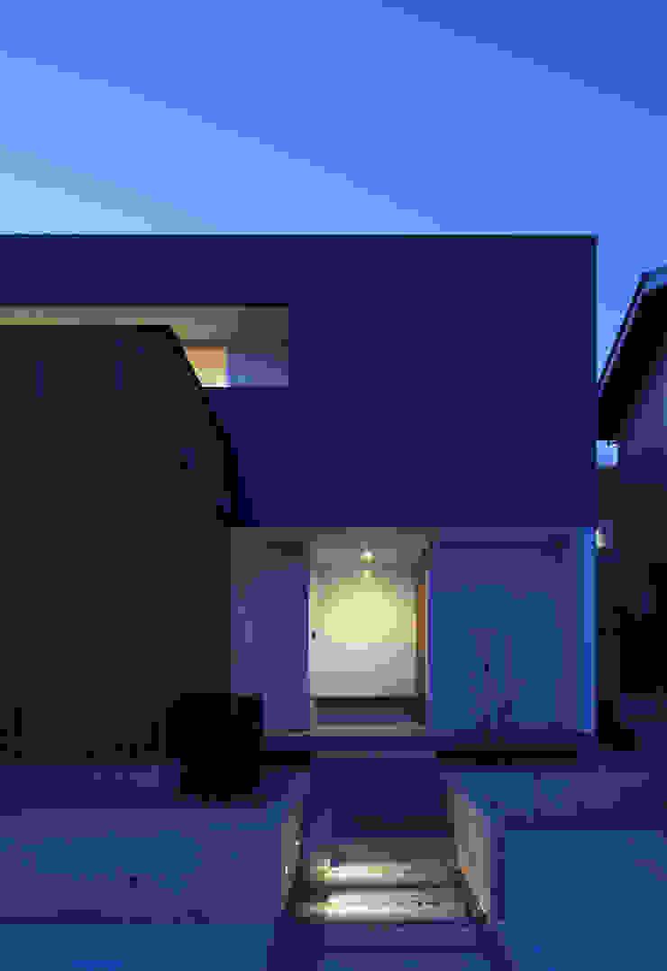 ALLEY HOUSE モダンな 家 の 吉田慎二/建築・計画ワイズスタジオ モダン