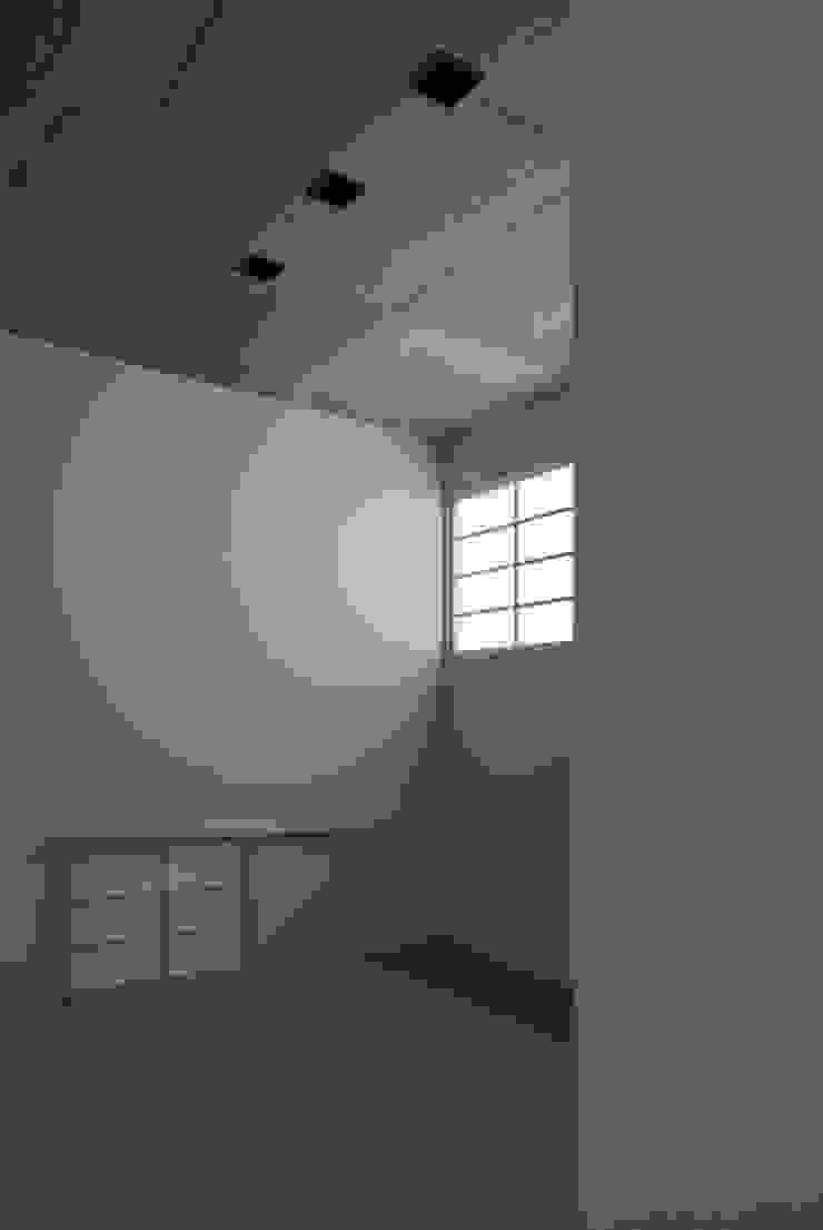 anguilla house モダンスタイルの寝室 の 吉田慎二/建築・計画ワイズスタジオ モダン