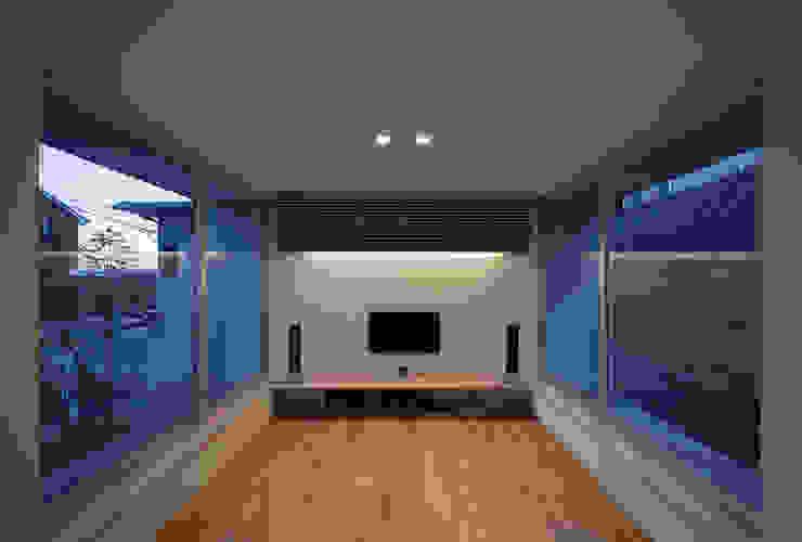 ALLEY HOUSE モダンデザインの リビング の 吉田慎二/建築・計画ワイズスタジオ モダン