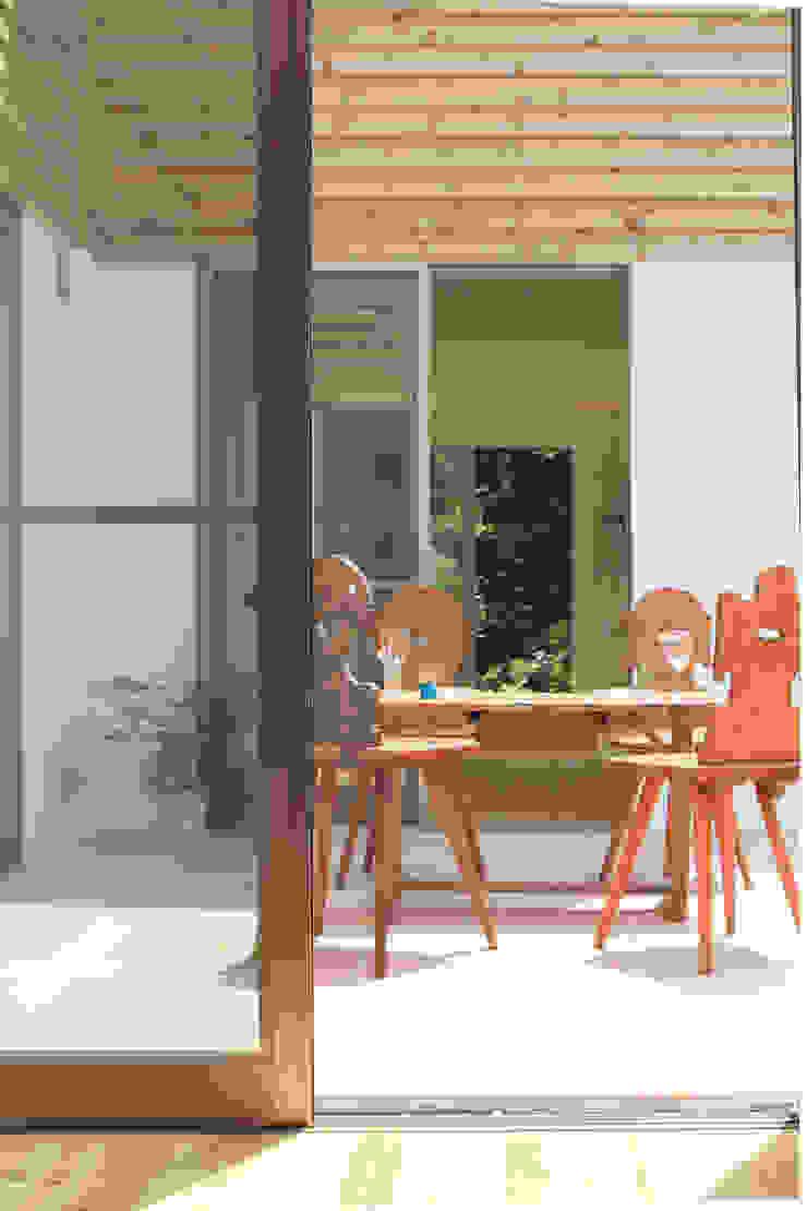 中庭を囲む家/中庭 ラスティックな 庭 の アトリエ・ノブリル一級建築士事務所 ラスティック