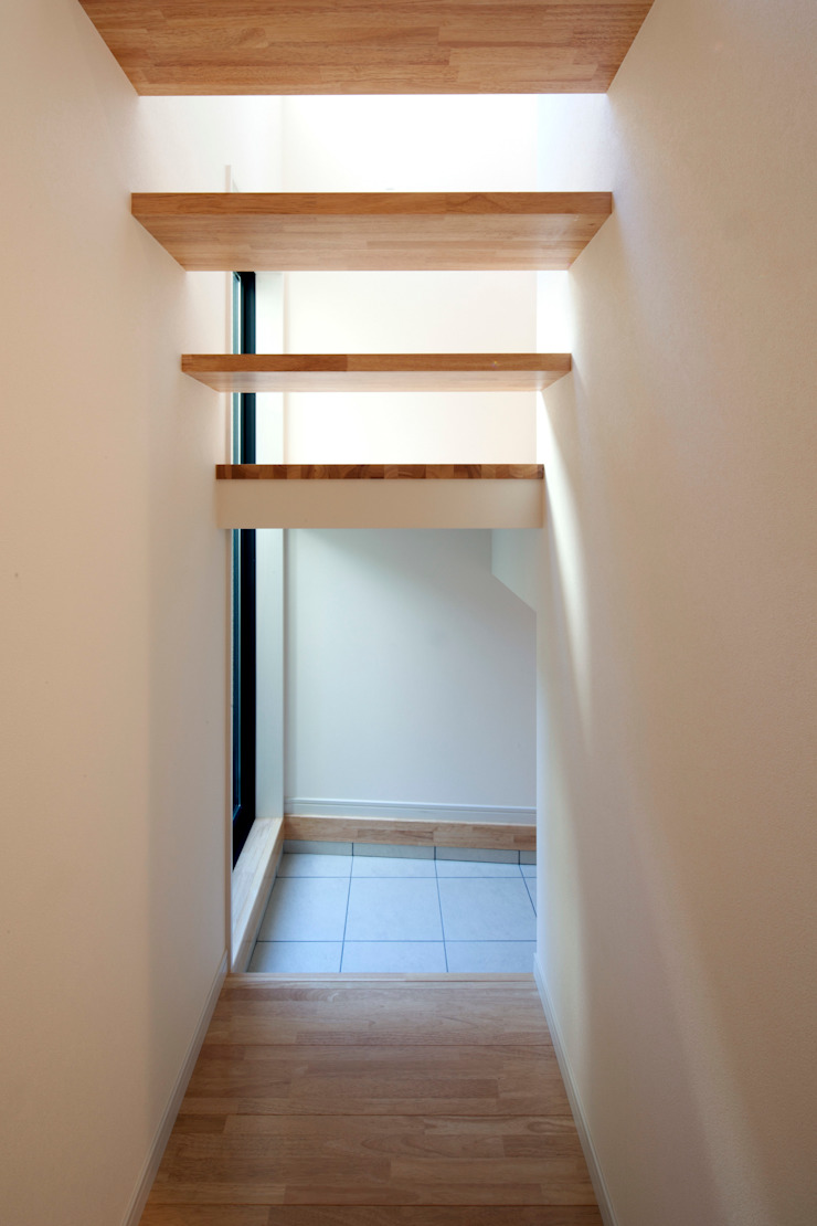 大島の家/エントランスホール階段 ミニマルな 家 の アトリエ・ノブリル一級建築士事務所 ミニマル
