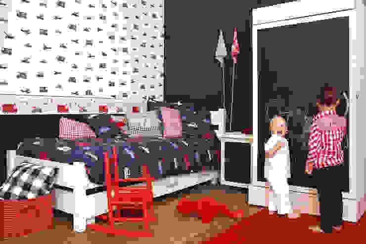 Vehículos asistencia Dormitorios infantiles de estilo clásico de homify Clásico