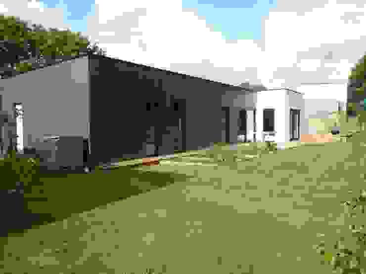 Modern home by atelier 742 Modern