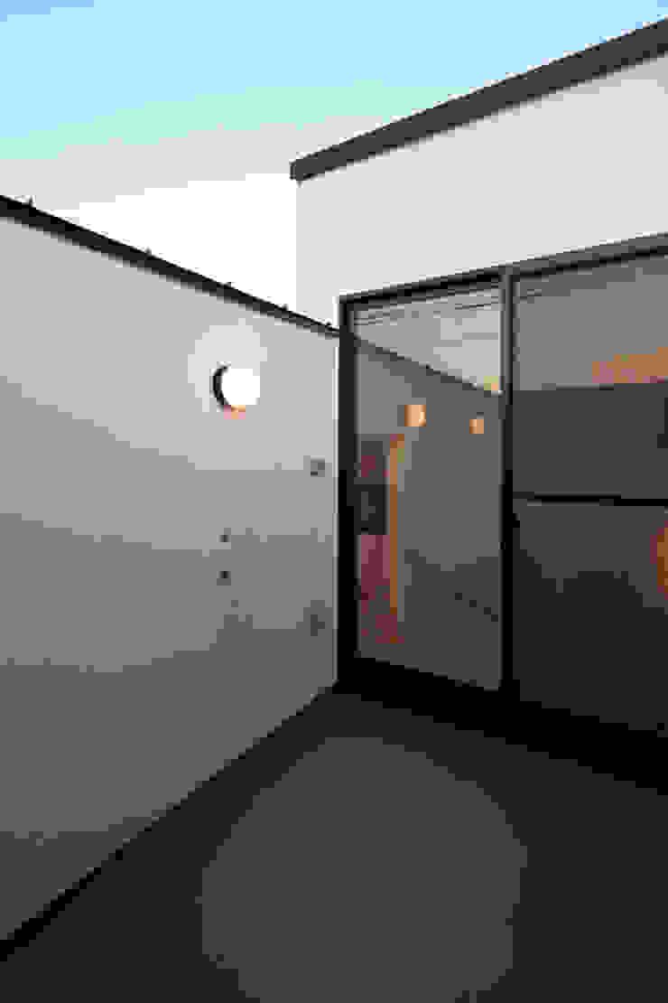 目黒の家/ルーフバルコニー ミニマルデザインの テラス の アトリエ・ノブリル一級建築士事務所 ミニマル