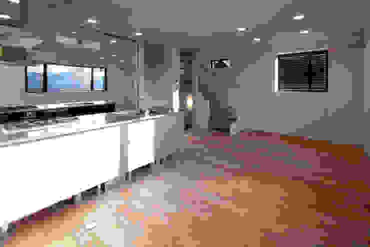 目黒の家/リビングルーム ミニマルデザインの リビング の アトリエ・ノブリル一級建築士事務所 ミニマル