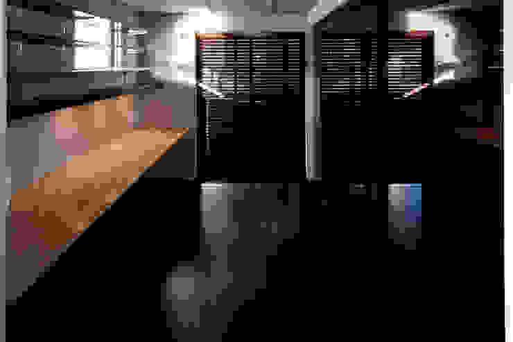 Bureau minimaliste par アトリエ・ノブリル一級建築士事務所 Minimaliste