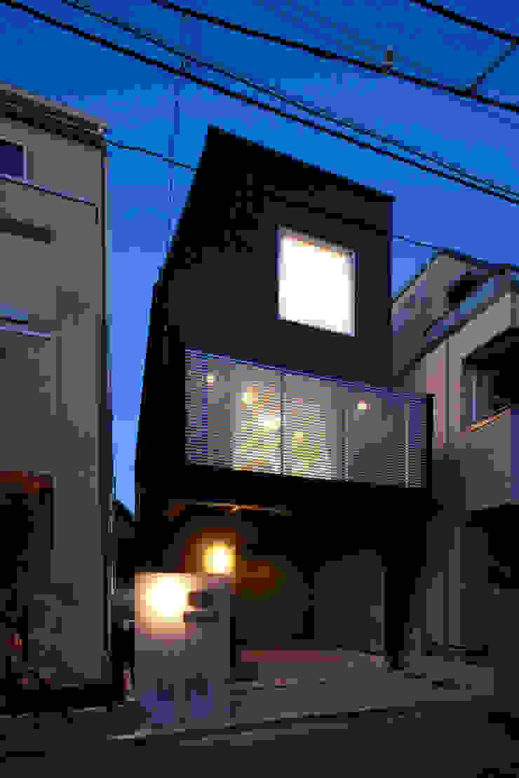 代沢の家/ファサード夜景 ミニマルな 家 の アトリエ・ノブリル一級建築士事務所 ミニマル