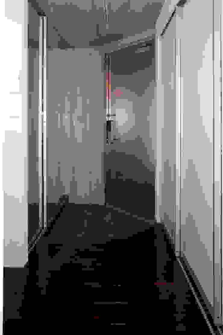 目黒の家/エントランスホール ミニマルスタイルの 玄関&廊下&階段 の アトリエ・ノブリル一級建築士事務所 ミニマル