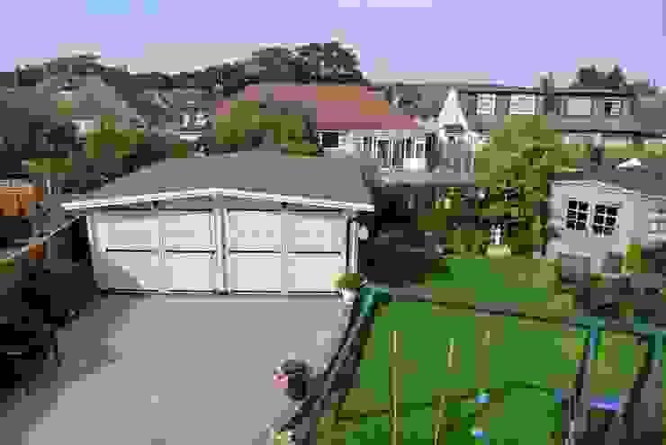 Wooden garages クラシカルな 庭 の Quick garden LTD クラシック