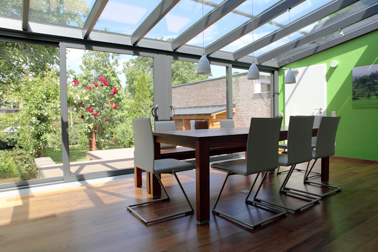 The Conservatory Modern conservatory by homify Modern